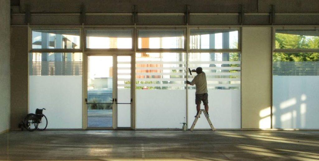Azienda Asoloservice - Installazione, posa e manutenzione pellicole per vetri